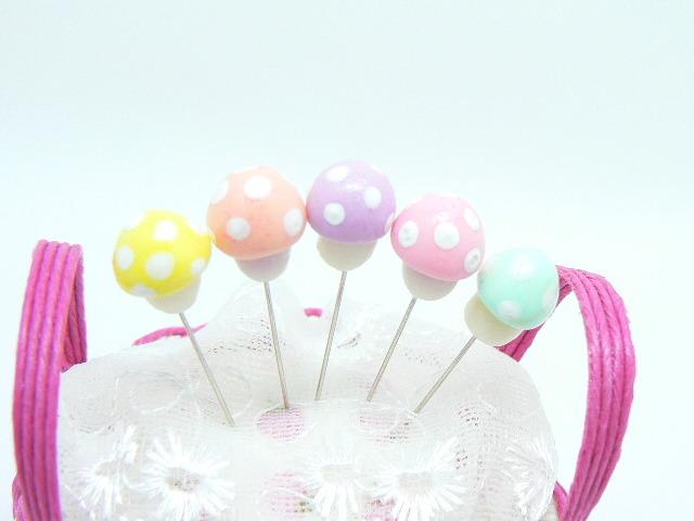 再販●かわいい5色セット きのこのまち針