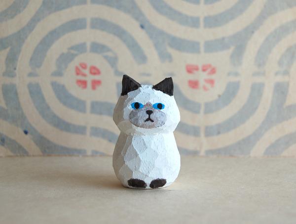 木彫り人形ネコ ポイント柄  [MWF-070]