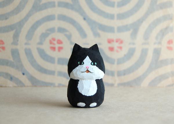 木彫り人形ネコ 黒×白  [MWF-071]