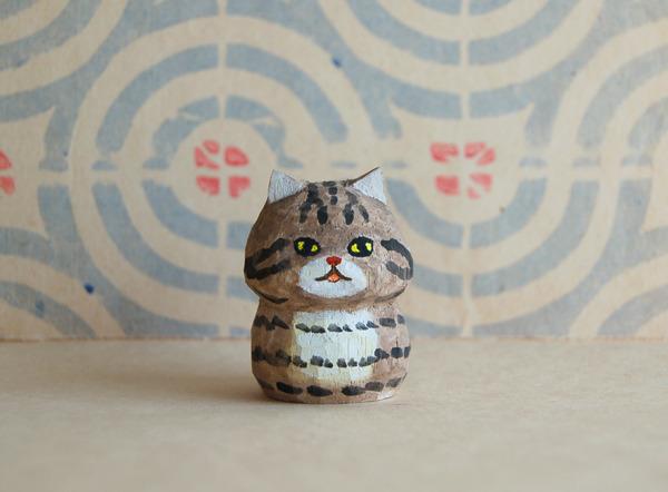 木彫り人形ネコ こげ茶トラちゃん  [MWF-072]