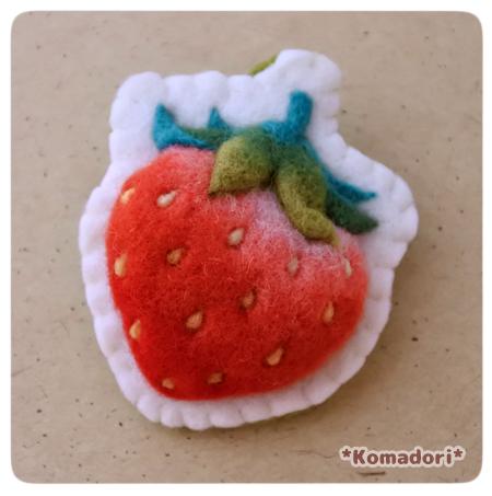 苺一粒のブローチ