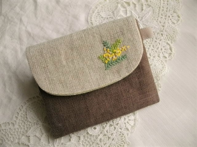 モカリネンICカードケース刺繍ミモザ