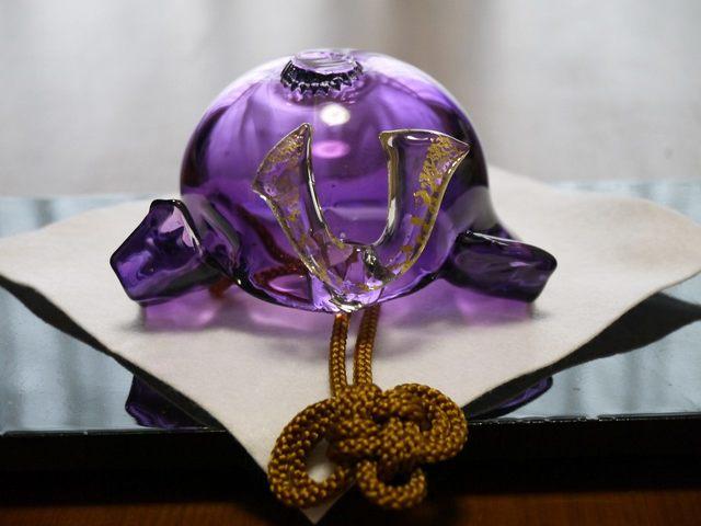 ガラスの兜(透紫)