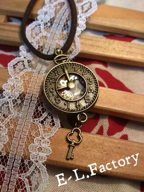 【送料無料】不思議の国のアリス風時計ネックレス