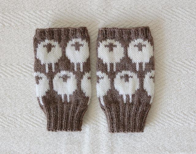 手編みの指なしミトン ひつじ ブラウン×ホワイト