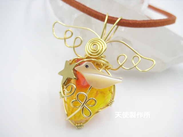 琉球ガラス(オレンジ)と小鳥のペンダン...