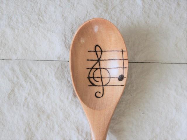 楽譜・ト音記号柄 木のスプーン