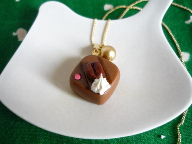 チョコレートのネックレス