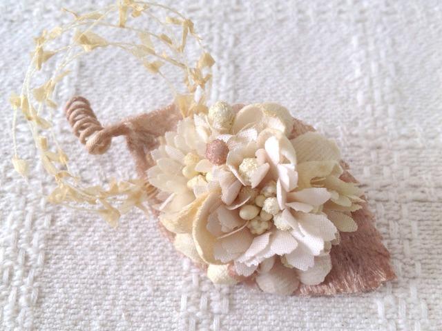 染め花のミニ2way(葉付き、オフホワイト)