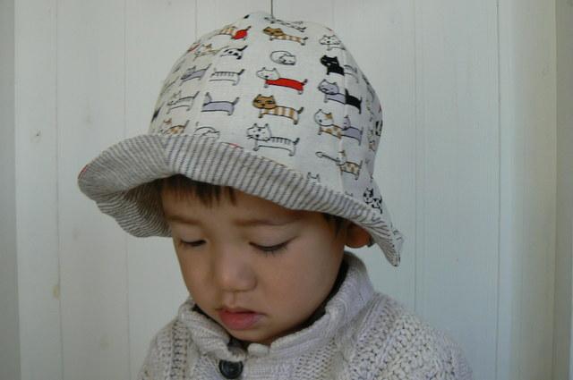 可愛いネコちゃん柄の帽子 生成り Kids   (約54cm〜56cm)  再販