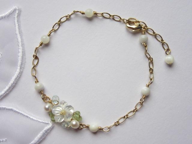 白蝶貝お花のブレスレット