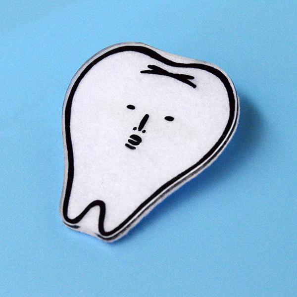 歯のブローチ