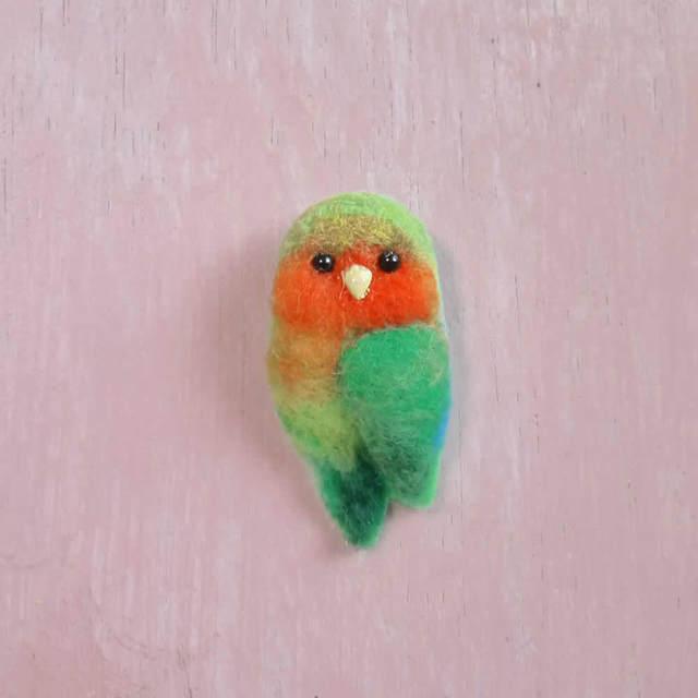 コザクラインコ*ふわふわ小鳥ブローチ
