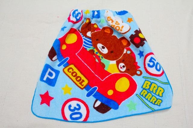 タオルエプロン 赤い車とクマ