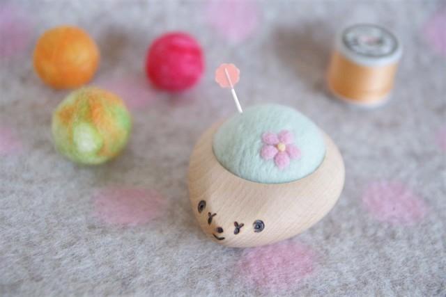 羊毛ピンクッション【針山】 はりねずみ お花 はるいろ