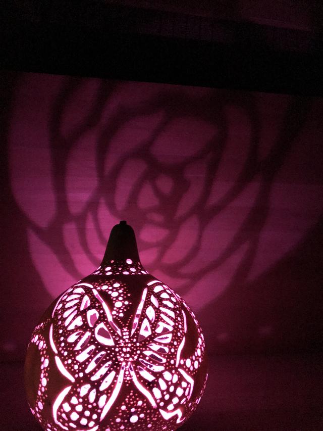 ひょうたんランプ 薔薇と揚羽蝶モチーフ