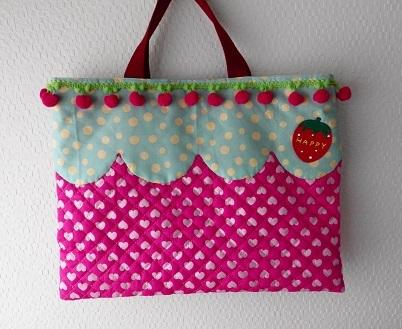 予約分?イチゴのバッグ〜キルト〜ピンク