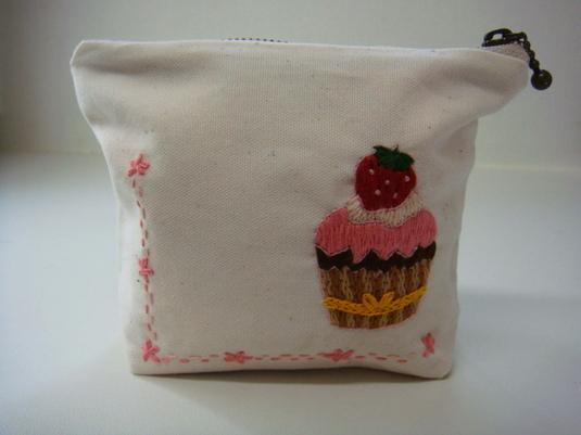 苺ケーキ♪刺繍のミニポーチ☆