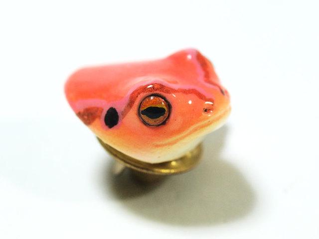 アマガエルの頭のピンバッジ(ピンク)