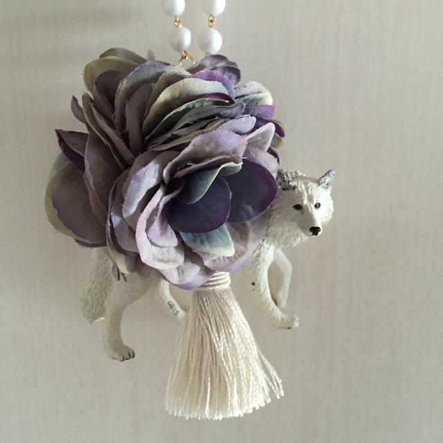 ホワイトウルフのバッグチャーム(紫陽花)