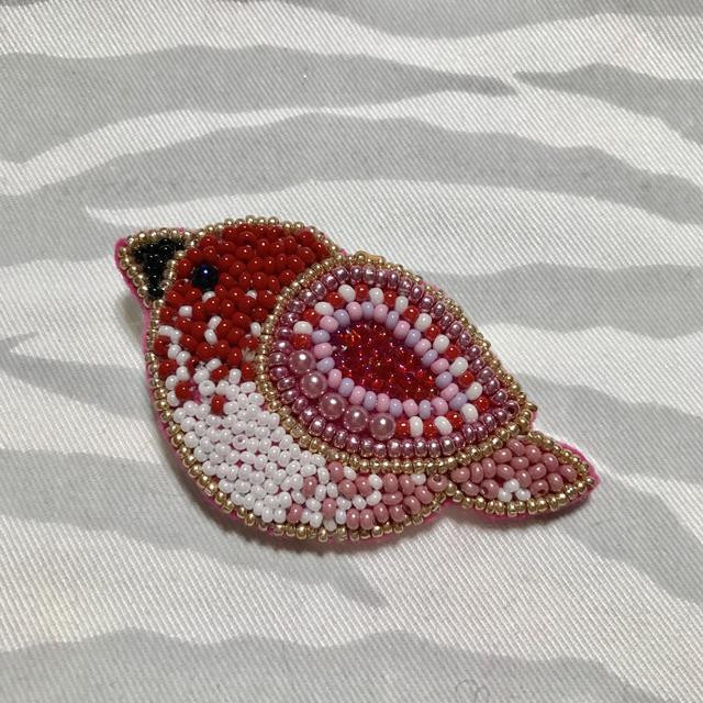 ビーズ刺繍のピンクのトリさんブローチ