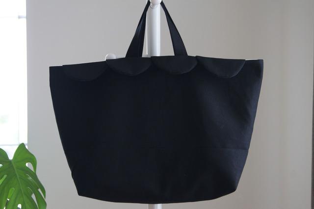 ウロコのトートバッグ(ブラック)
