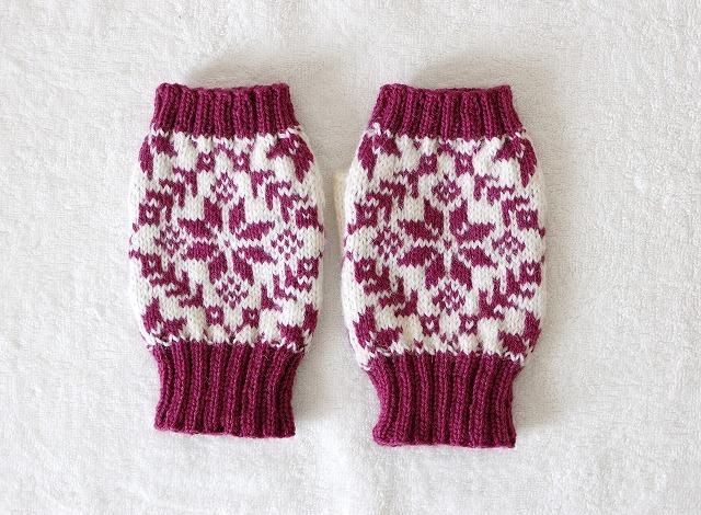 手編みの指なしミトン  エイトスター  赤紫×白