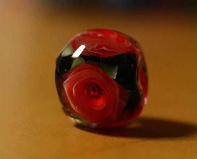 アウトレット glass beads (とんぼ玉)黒地に赤い薔薇/再販