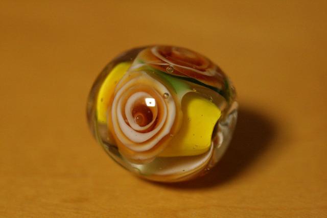 アウトレット glass beads (とんぼ玉)トパーズ色の薔薇/黄色