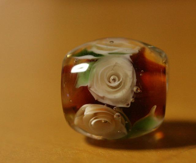 glass beads (とんぼ玉)薄いトパーズ色の薔薇/トパーズ