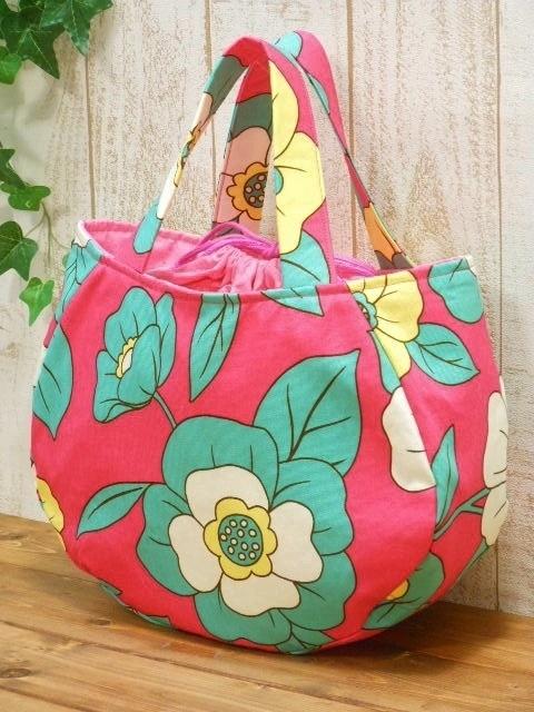 ★お値下げ!2,600円→1,800円 丸型バッグ 大きなフラワー柄 ピンク
