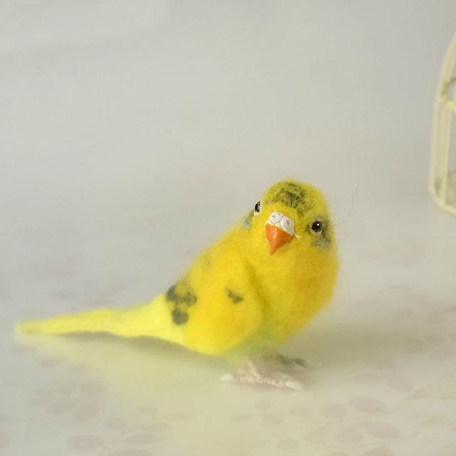 黄色のセキセイインコ(羊毛フェルトの小鳥フィギア)