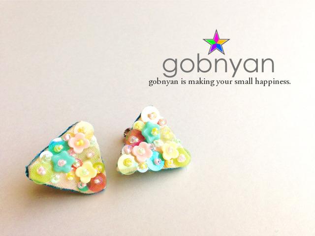 (再販)虹に咲くお花のさんかくイヤリング