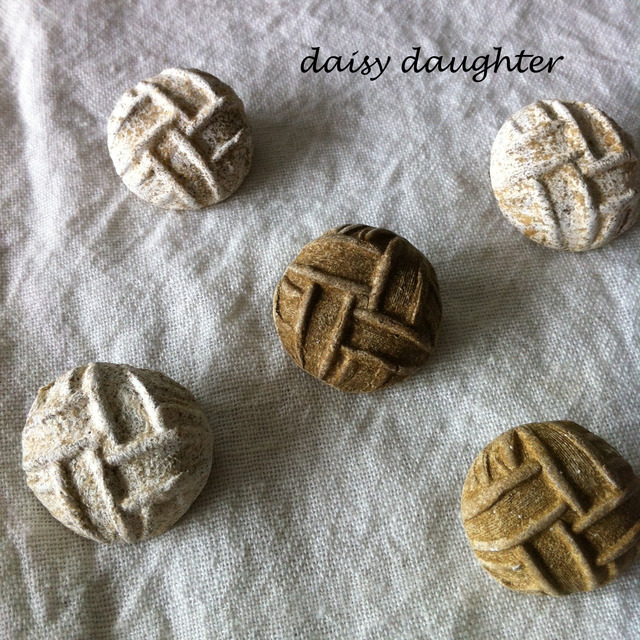 【陶器】アンティークボタンのクッキーブローチ