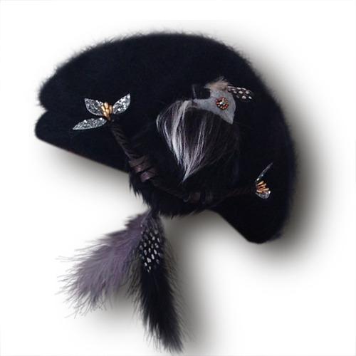 尻尾はピアスに!もふもふ鳥ベレー/ブラック