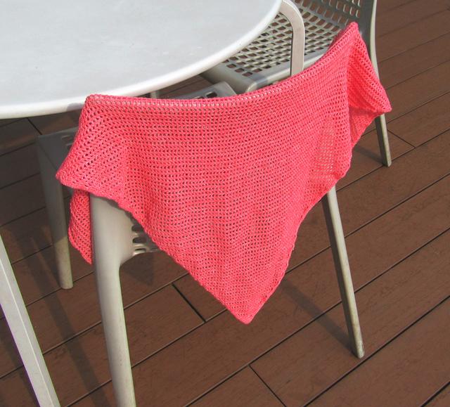 ピンクがきれいな三角ショール