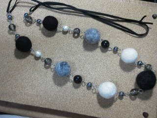 羊毛ネックレス(モノトーン)