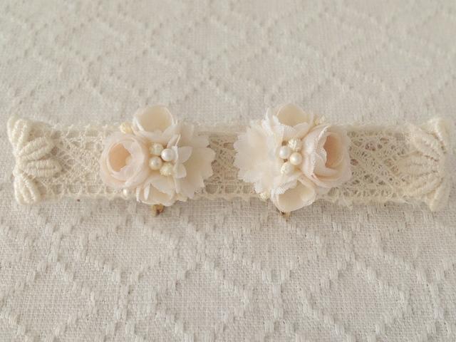 小花のくっつきイヤリング(オフホワイト)