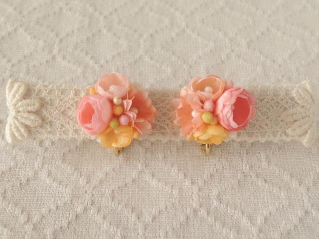 小花のくっつきイヤリング(サーモンピンク&オレンジ)