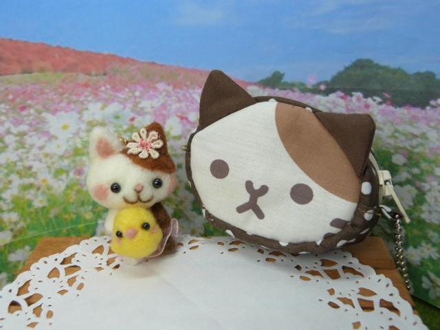 猫ポーチと猫ちゃんとヒヨコちゃん