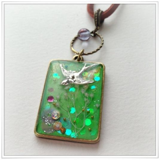 小鳥のペンダント(春)