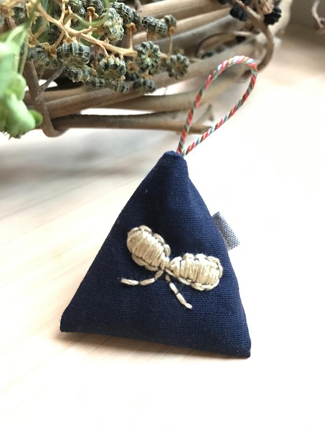 ラベンダーサシェ リボン刺繍