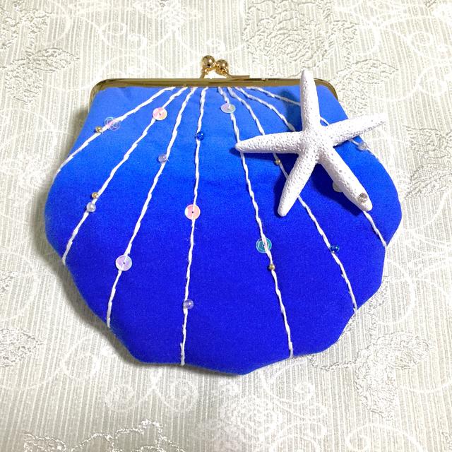 貝殻がま口ポーチ 深いブルーに白ステッチ