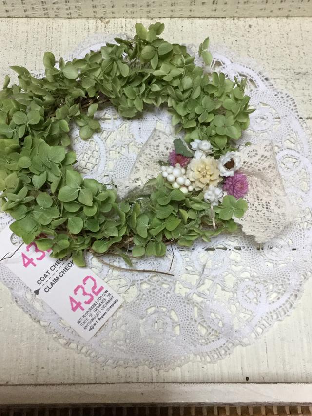 アナベルと小花のナチュラルリース