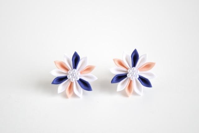 藍色×ピンクのひな菊ピアス