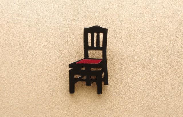 ピアノ椅子のブローチ