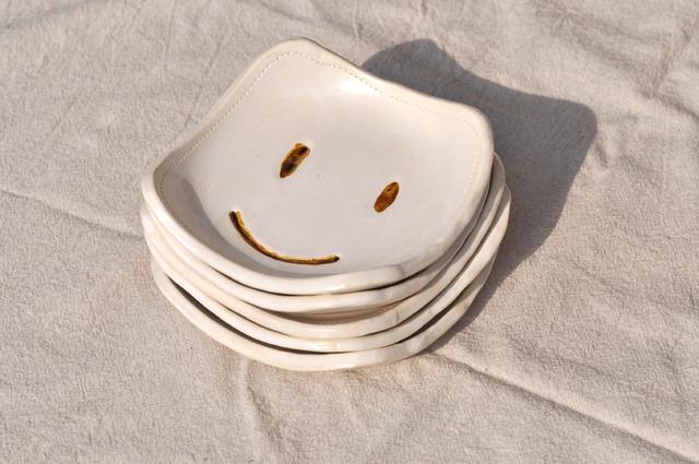 笑顔角皿ホワイト