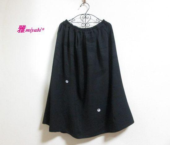 地模様がシックな絹黒着物ふんわりスカート