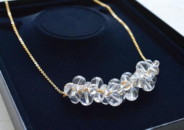 水晶のシャボン玉ネックレス