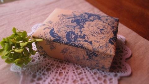 アンティークなバラ柄布箱BL/名刺サイズ